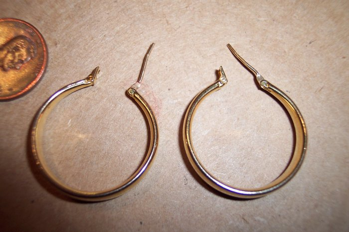 Vintage Goldtone Pierced Hoops 147-996