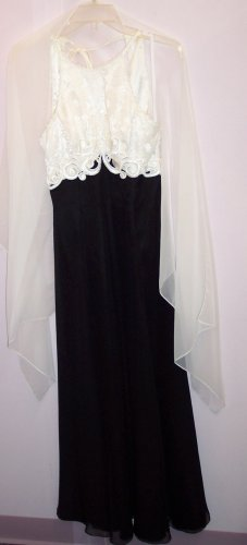 Formal Gown Halter Style Ivory & Black ~ 3-4 ~ Small ~ Ballroom Prom Special Occasion Dress