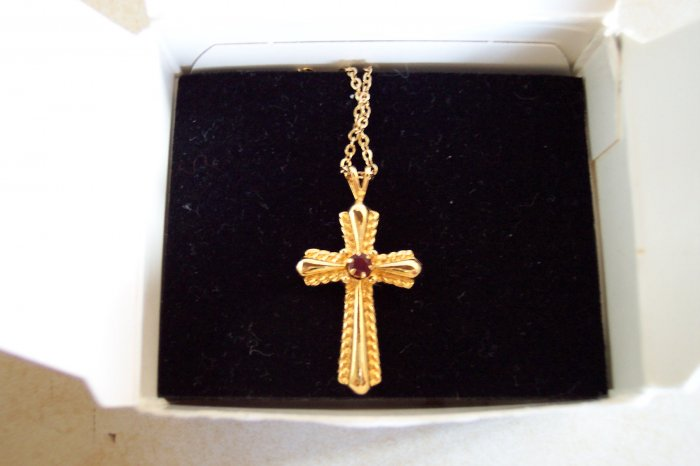 Vintage Avon Geniune Garnet Cross Necklace Pendant 101-2294h locationD1
