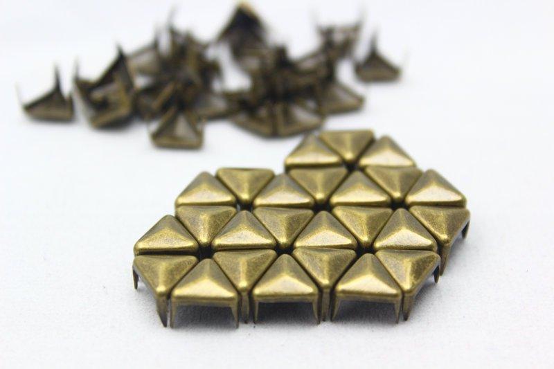 100 8mm Antique Brass Triangle Studs DIY Studs Metal Studs Craft Studs Spike (BT08)