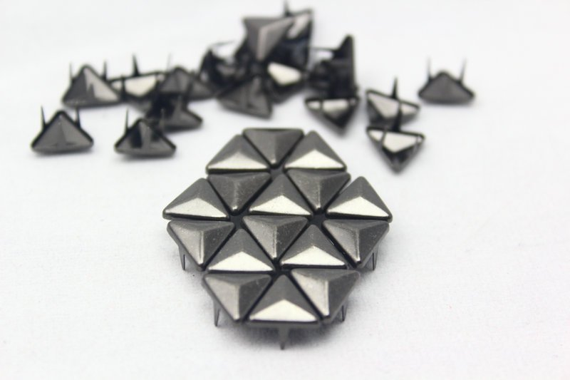100 10mm Gunmetal Triangle Studs DIY Studs Metal Studs Craft Studs Spike (GT10)