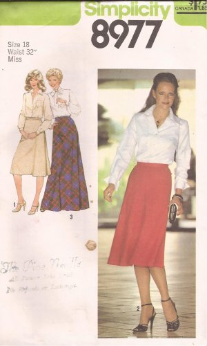 Simplicity 8977 (1979) Vintage Bias Skirt Side Zipper Three Lenghts Pattern Size 18 UNCUT
