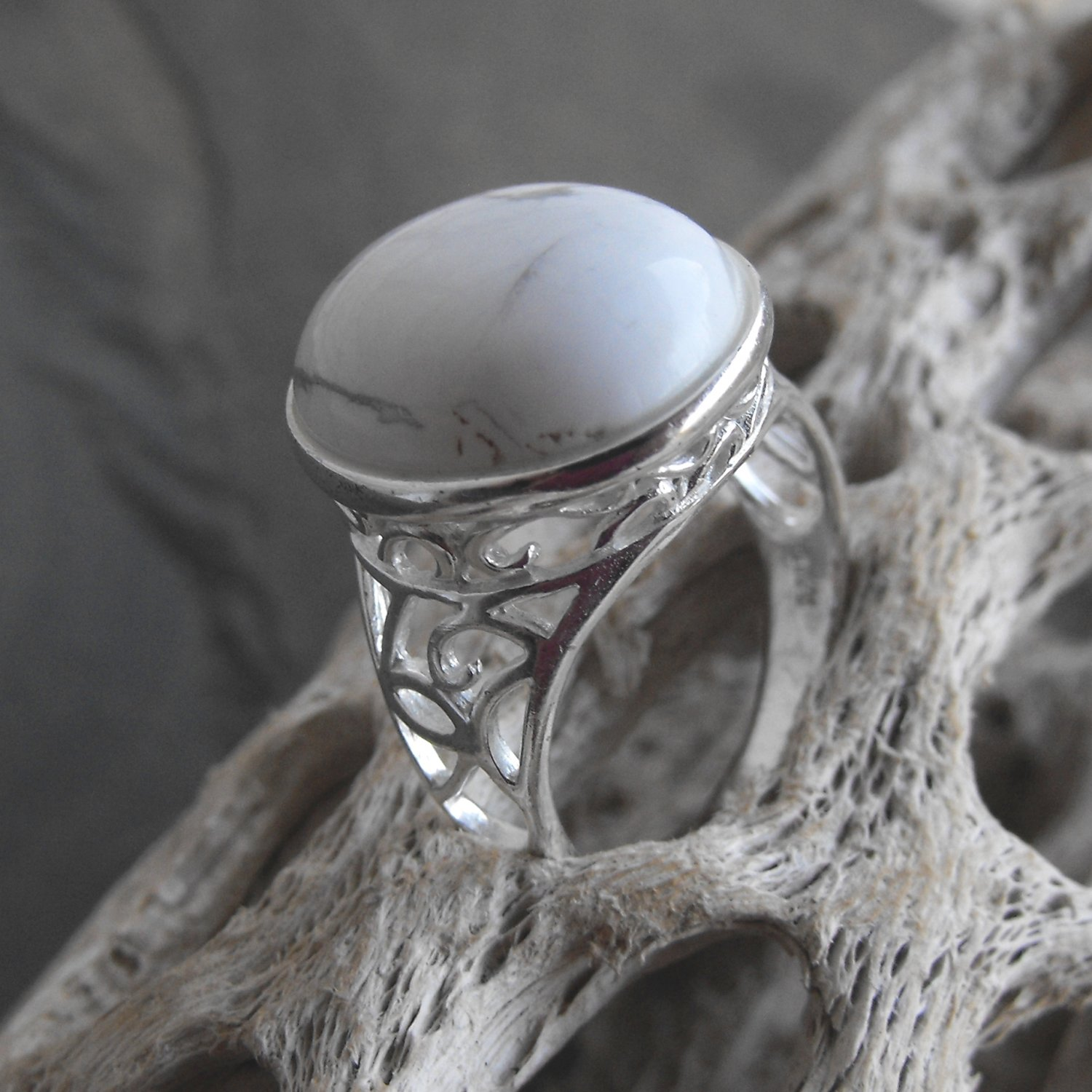 Magnesite And Sterling Silver Ring (sz.8)