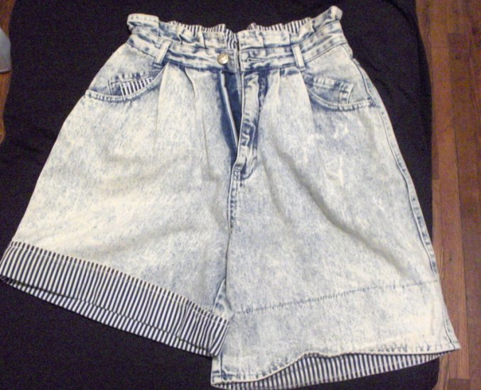 Lindsay Gray denim shorts Jrs size 9 acid washed