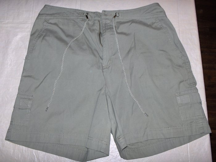 White Stag Cargo Shorts women 14 NWoT-color a.green