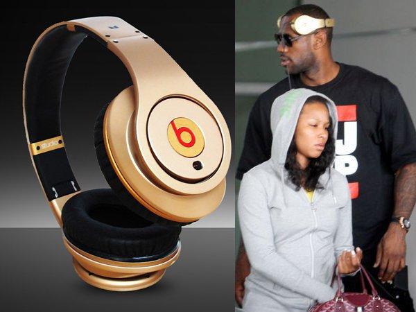 Magic Sound Studio sound engineer headphones Monster Beats by Dr. Dre