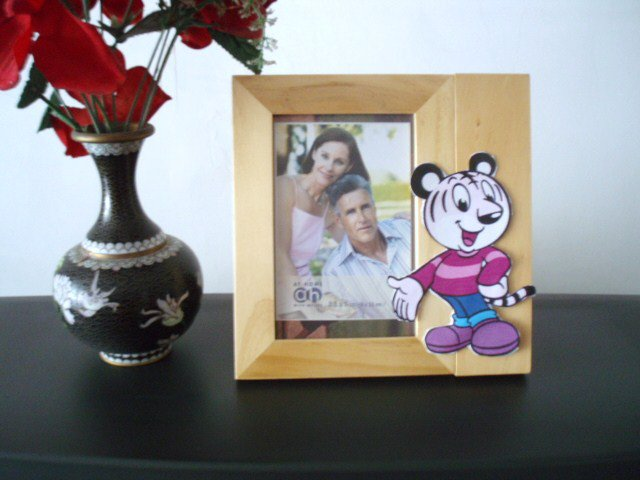 2Pcs. Unique 4x6 inch Wooden Photo Picture Frame With Changeable Shape Ornament Updates Function.