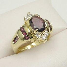 EXQUISITE 14kt GOLD GENUINE GARNET RING (VERY PRETTY)