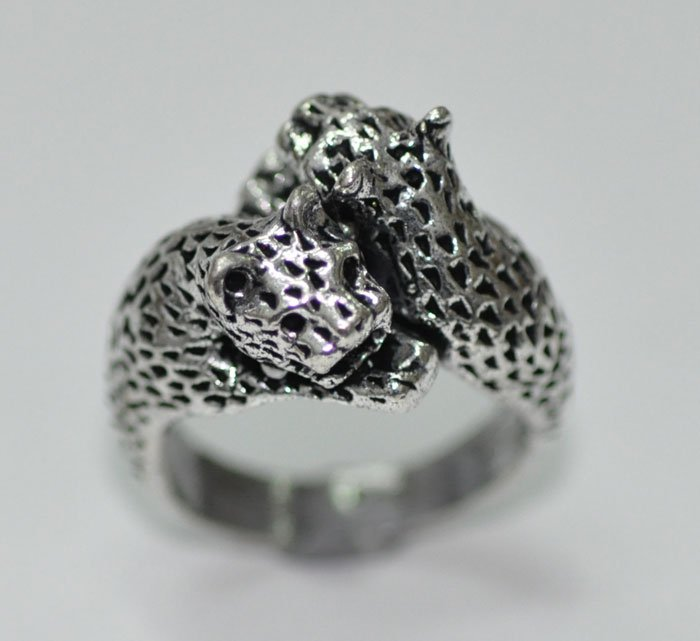 Leopard shape ring made in silver