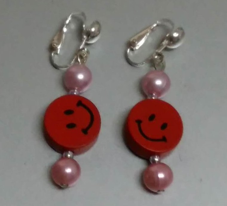 $2 free shipping Girls earring 1 pair party wooden bead smiling face clip on earring