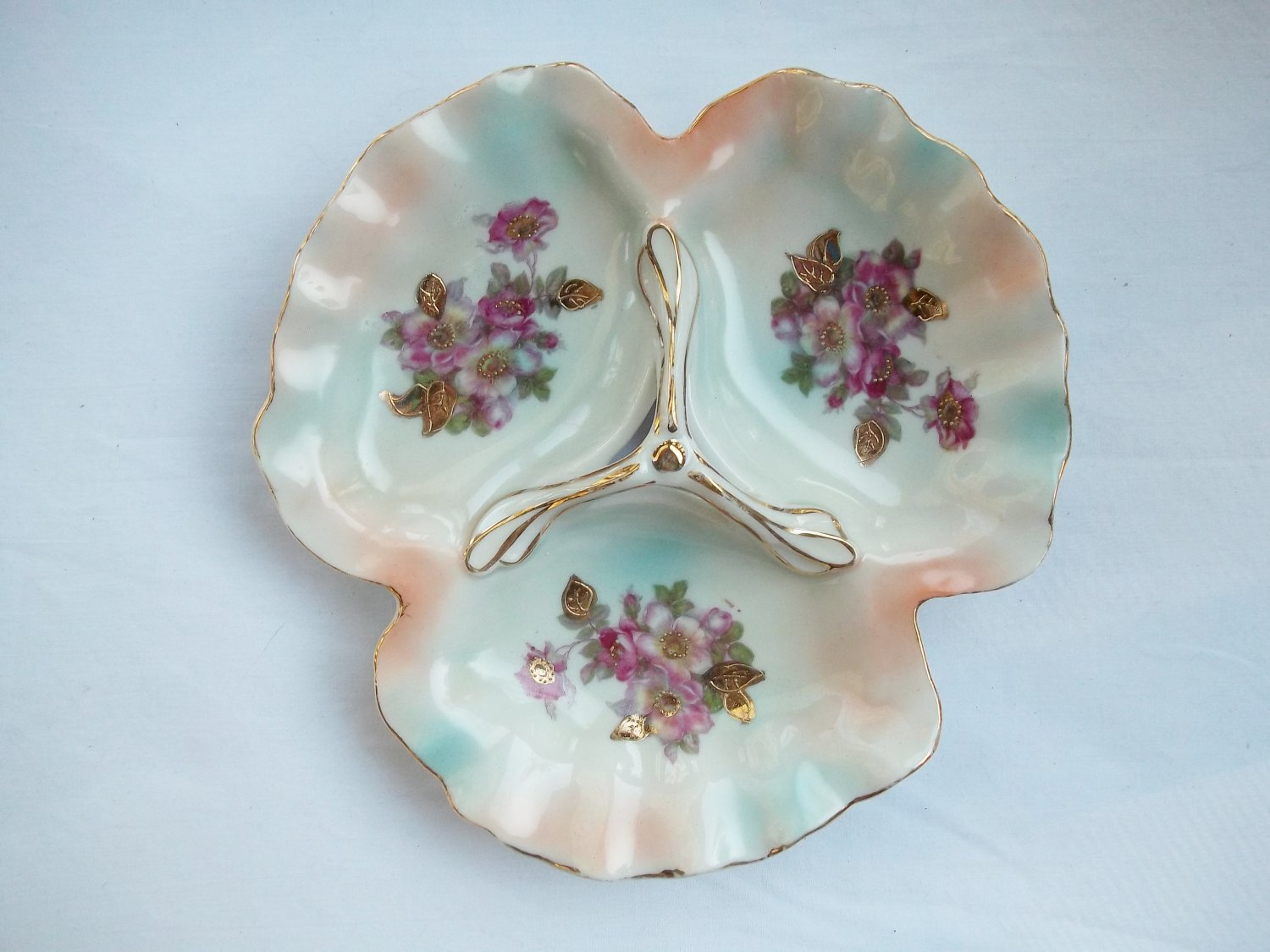VINTAGE ROSE 3-SECTION SERVER WITH HANDLE
