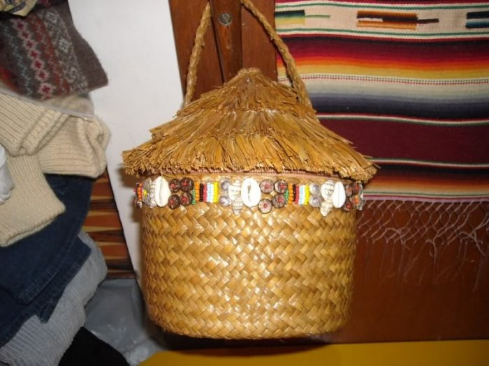 Capelli Straworld Island Hut Novelty Bag Purse Handbag