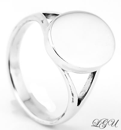 STERLING SILVER OVAL RING SIZE 6