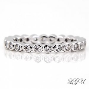 STERLING SILVER ROUND CUT ETERNITY BAND RING SZ 9