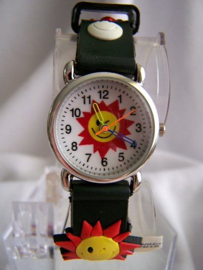 Children watch w/ sun designs