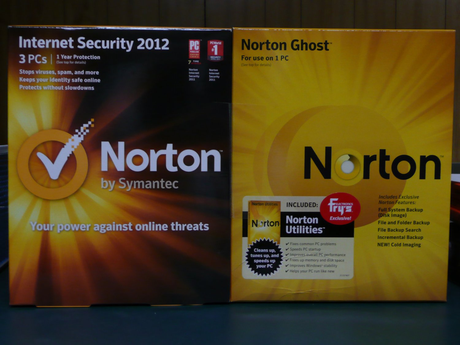 Norton Internet Security 2012 V.19, 3 User/Norton Utilities 2011 V.15, 3 User/Norton Ghost 15 Bundle