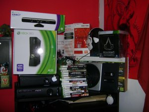 Huge Lot(xbox 360 4 gb with kinect and 120 gb xbox 360 elite tritons games)