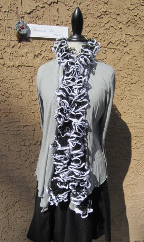 � Handmade BLACK & WHITE Ruffled RUFFLE SCARF spiral net yarn boa necklace �