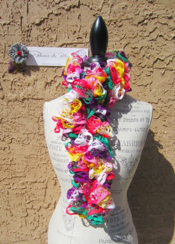 � Colorful FUN Spiral Ruffle SCARF Green Pink Purple Red White Yellow YARN BOA NECKLACE �