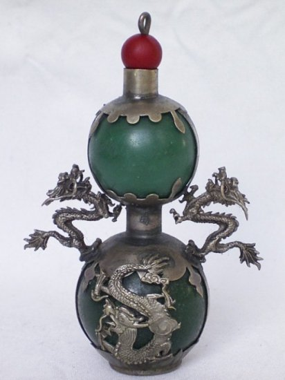 beautiful natural green jade snuff bottle