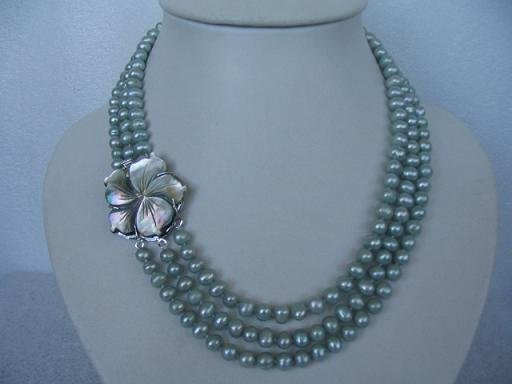 "20""""-22"""" lustrous 3rows gray pearl shell clasp necklace"