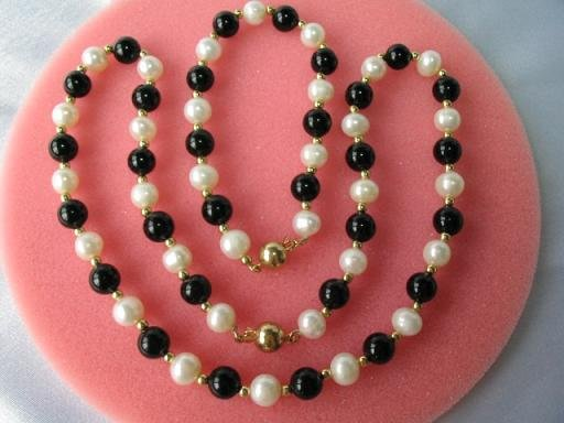 "exquisite 18''/7.5"""" white pearl /black agate set"