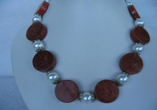 Stunning 18'' sponge coral /white shell pearl necklace