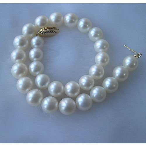 AAA 8'' Real Round Cultured Pearl Bracelet 14K