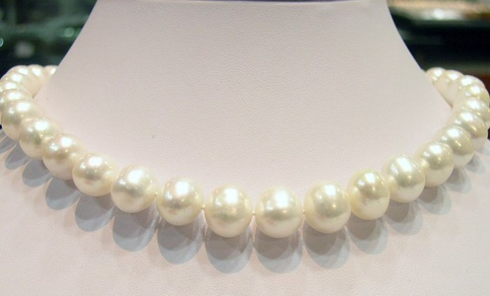 Admirable White Cultured Pearl NECKLACE &14k Clasp
