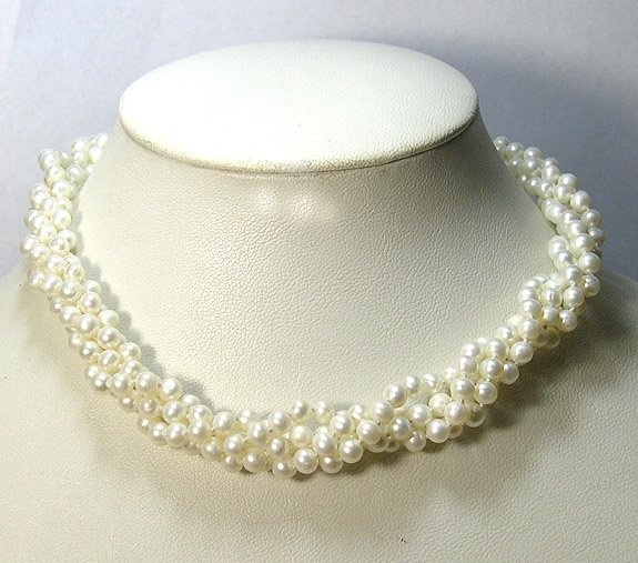 BEAUTIFUL 4ROWS ROUND CULTURED PEARL NECKLACE