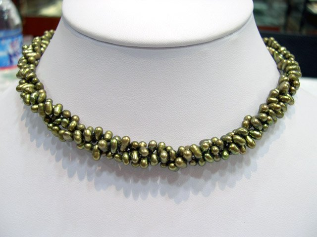 Charm 17'' 3rows peacock green Cultured Pearl Necklace