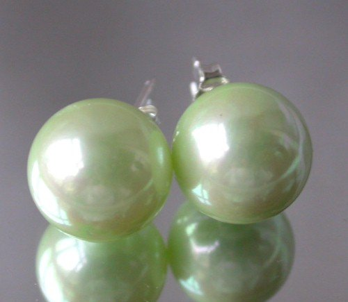 Beauty 12mm apple green Seashell pearl silver stud