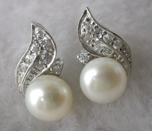 Beauty 8mm white FW pearl earring