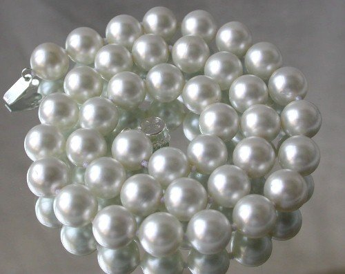 Graceful 10mm white Seashell pearl silver clasp