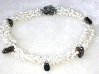 Graceful 16'' white pearl black crystal shell clasp