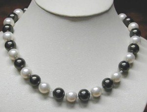 17'' 12mm black & white sea shell pearls necklace