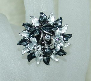 Rhinestone ring flower