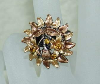 Rhinestone ring golden flower
