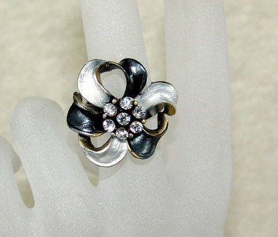 Rhinestone ring cutie black