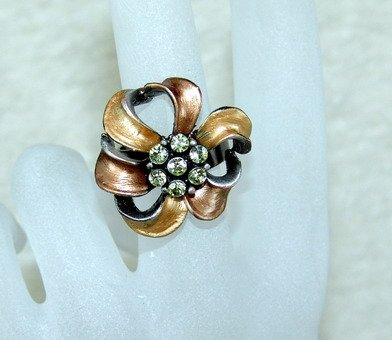 Rhinestone ring cutie golden