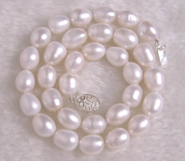 10.5x13 WHITE FRESHWATER PEARL NECKALCE EXQUISITE CLASP