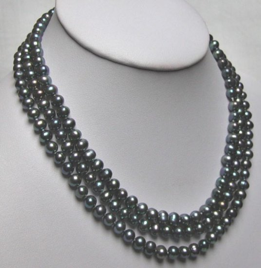BLACK THREE ROWS PEARL NEACKLACE END OF SILVER CLASP