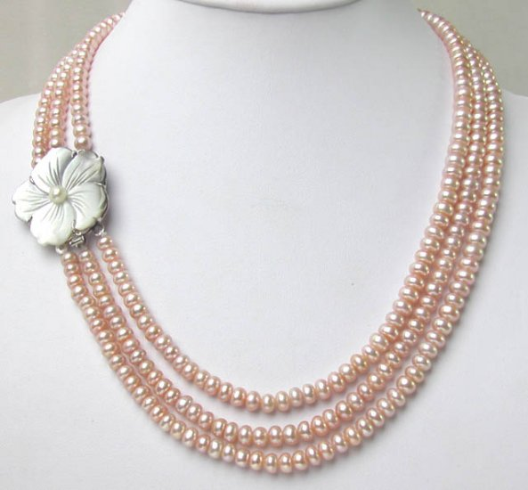 THREE ROWS PINK PEARL NEACKLACE Flower clasp