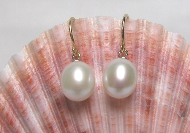 WHITE FRESHWATER PEARL EARRING WITH 14K GP GOLD CLASP