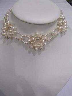 EXQUISITE UNIQUE DESIGN PEARL NECKLACE