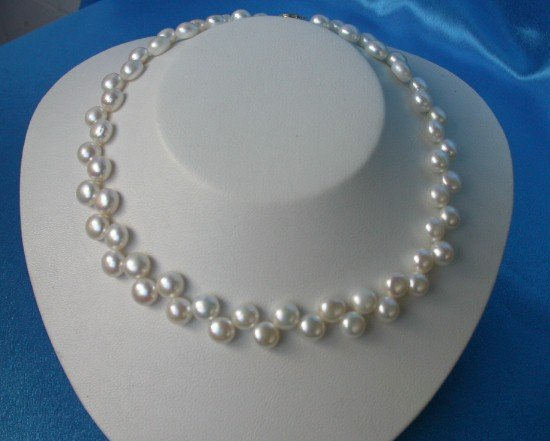 flower 10mm round white pearls Necklace 9k gold luster