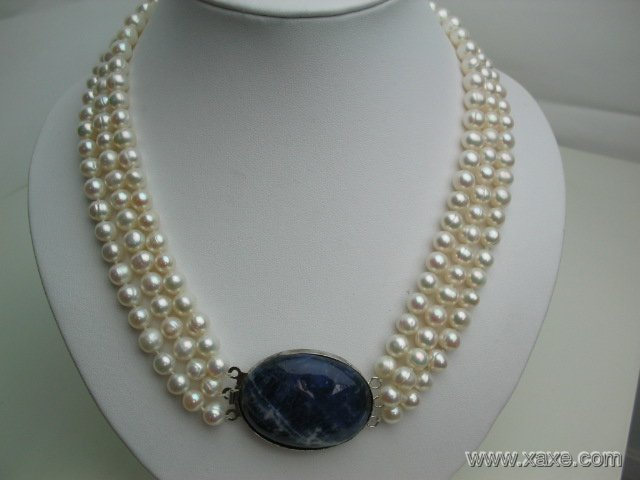 "18""""-20"""" 3-stand white pearl & blue solidate stone clasp"