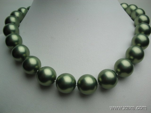 "Huge 17"""" 16mm green seashell pearl necklace"