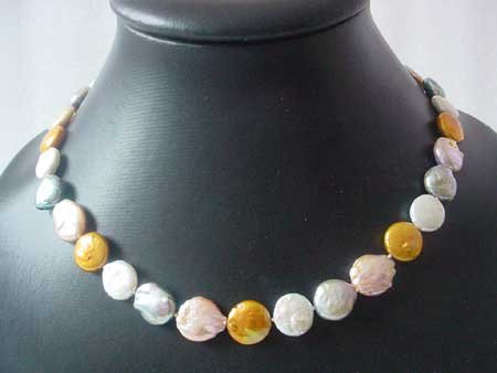 17.5'' MULTICOLOR COIN PEARL NECKLACE