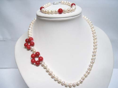 "18"""" Elegant white  FW pearl & balas Necklace"